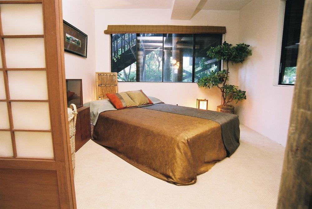 Downstairs Bedroom 1.jpg