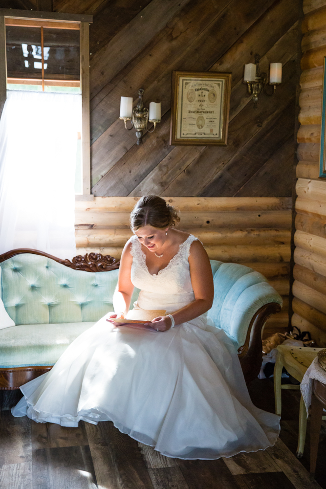 Barn Wedding in Appleton Wisconsin - Simply Country Barn Wedding - Whit Meza Photography
