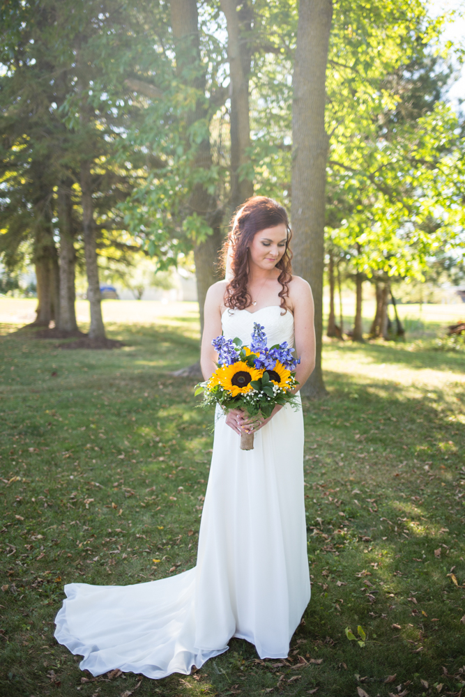 Outdoor Country Wedding in Appleton Wisconsin - Whit Meza Photography
