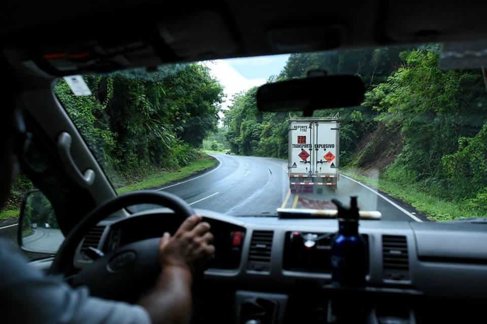 costa-rica-destination-wedding-adventure-exploding-truck