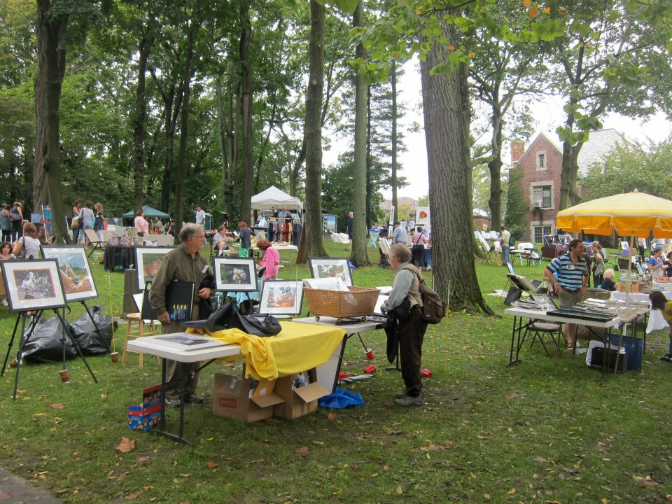 Art Festival  Larchmont Arts Festival  September 29, 2018  Constitution Park  The Larchmont Arts Festival was held in Constitution Park during which Kenise Barnes presented the Annual Kenise Barnes Fine Art Award with a $500 cash reward to a selected artist who showed merit and promise.