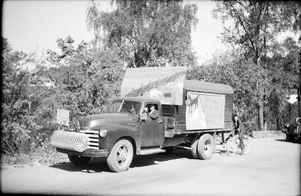 Peder Larsen med sin Chevrolet