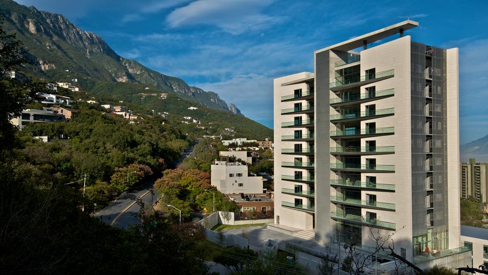Edificio Sierra Azul  / Lenoir & Asociados / Monterrey NL