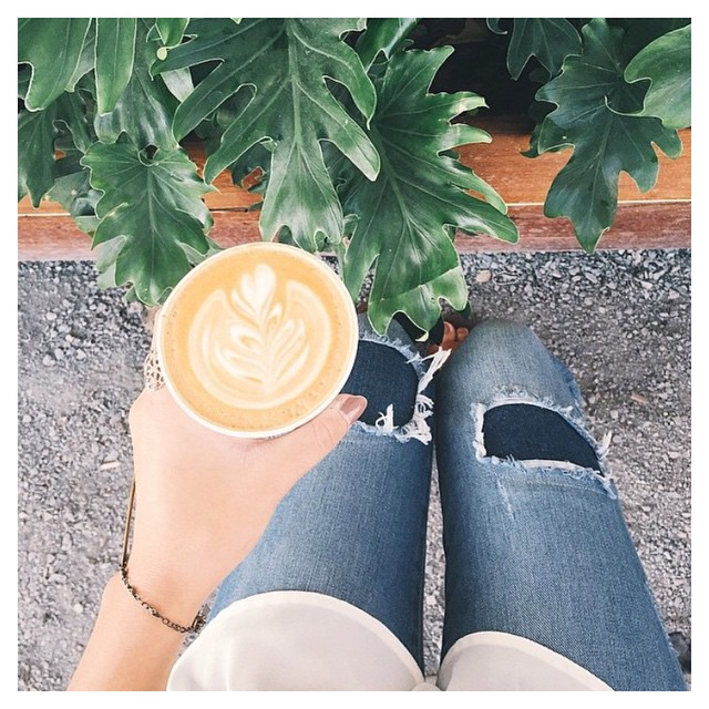 Mondays aren't so bad with a coffee { & } dakota in hand .. #repost from @simplysaruh