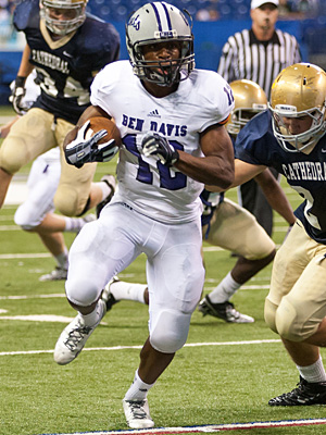 Running Back Chris Evans played a starring role on the Giants' ride to a State Championship in 2014. The three star prospect currently holds offers from Indiana, Ball State, and Cincinnati.