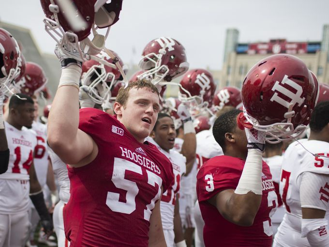 Kyle Loechel and the Hoosiers salute the faithful after the spring. Image: Indystar.com