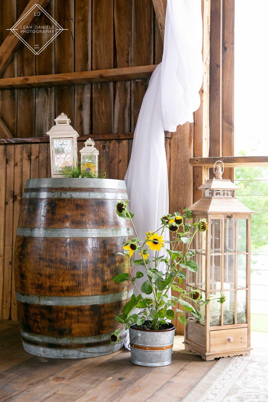 Kelli + taylor Barn at Glistening Pond Leah Daniels Photography
