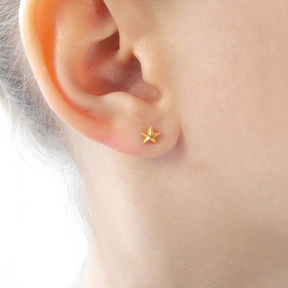 Momocreatura: Tiny Star Stud Earrings Yellow Gold | Jewelry > Earrings -  Hiphunters Shop