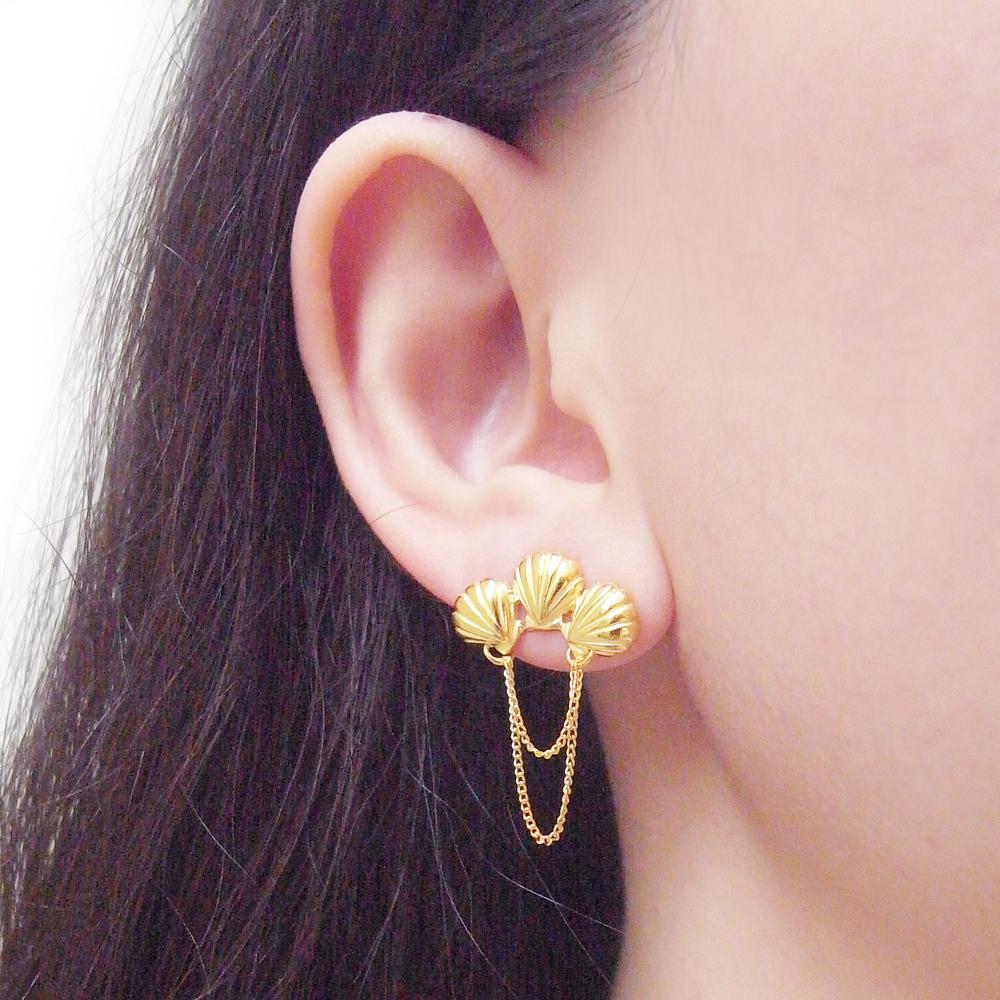 Momocreatura: Triple shell earrings gold | Jewelry > Earrings -  Hiphunters Shop