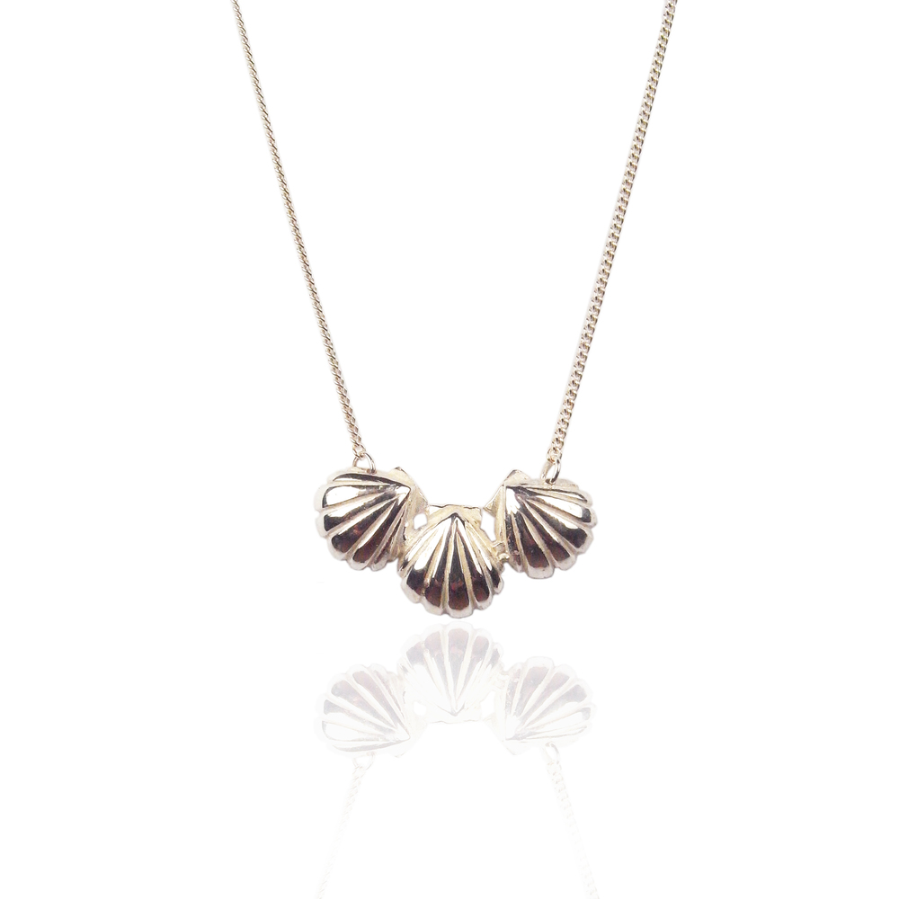 Triple shell necklace silver