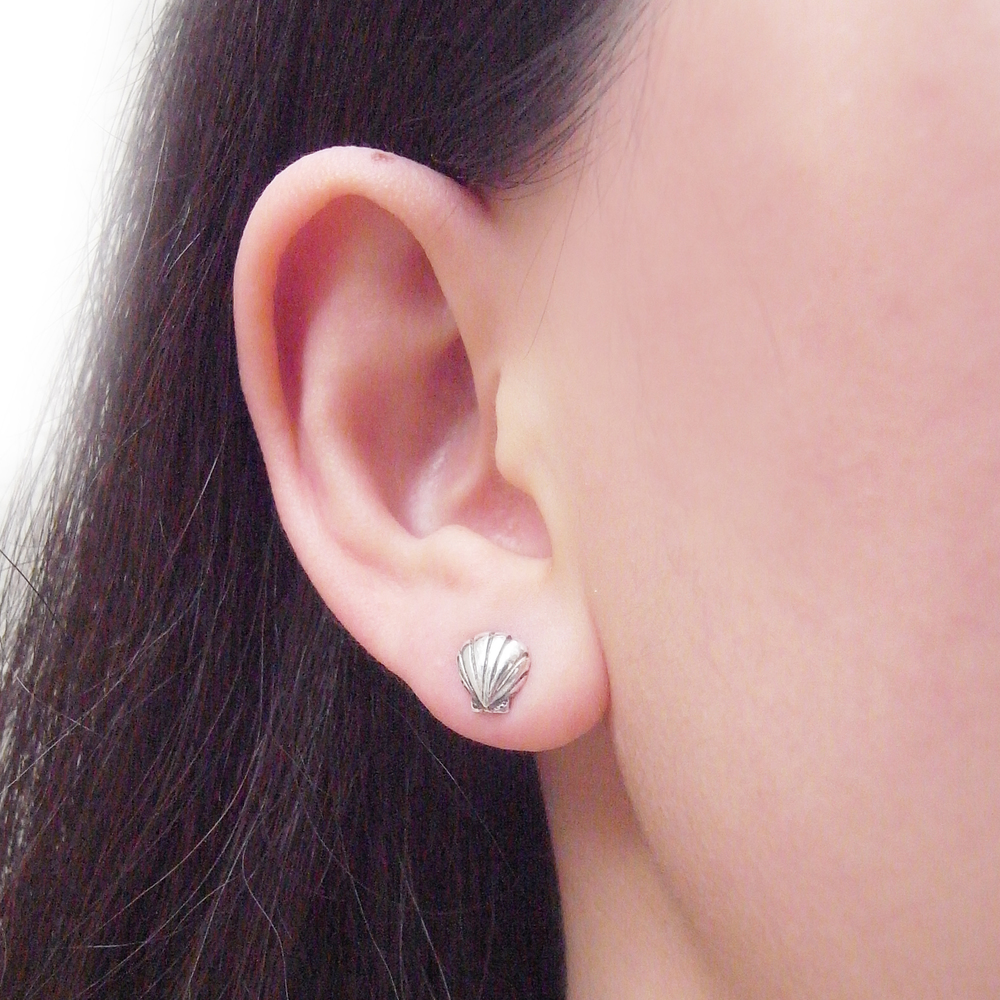 Momocreatura: Shell stud earrings | Jewelry > Earrings -  Hiphunters Shop