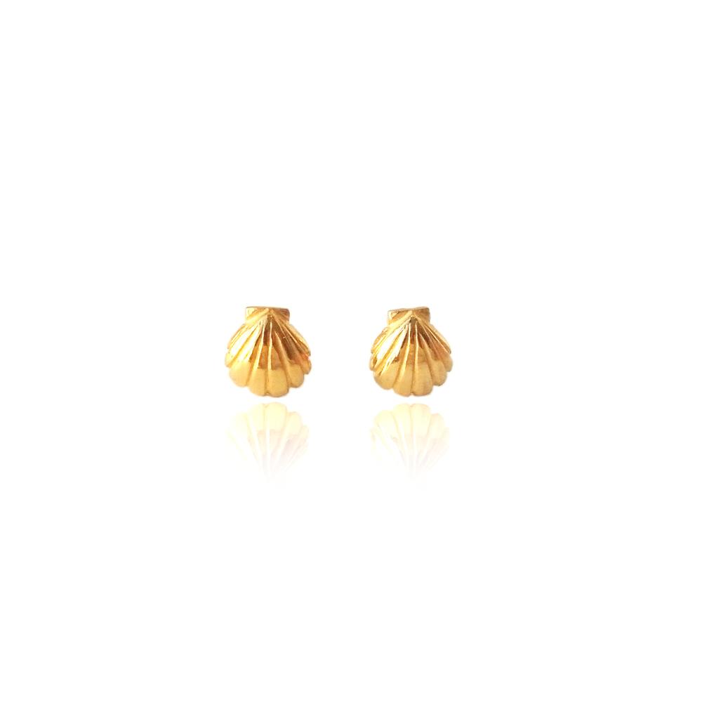 Momocreatura: Shell stud earrings gold | Jewelry > Earrings -  Hiphunters Shop