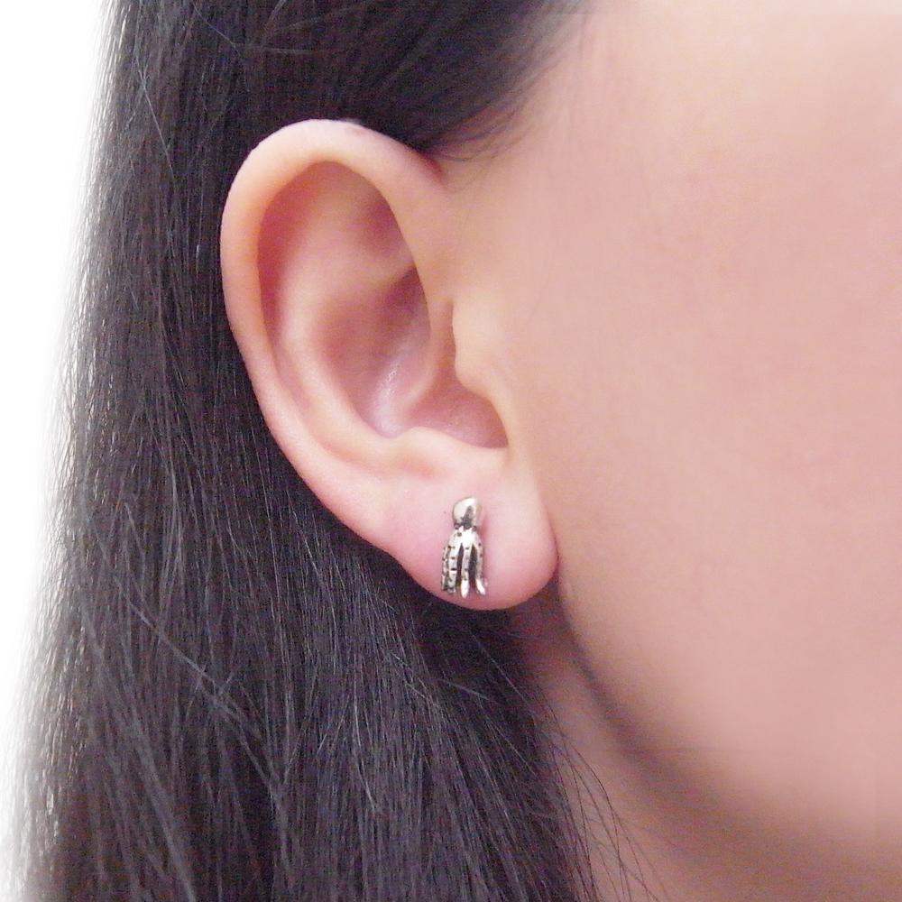 Momocreatura: Octopus stud earrings silver | Jewelry > Earrings -  Hiphunters Shop