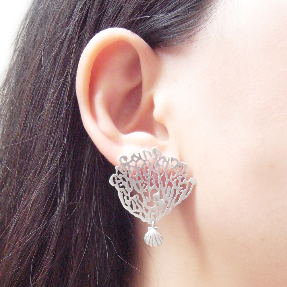 Momocreatura: White coral & shell single earring silver | Jewelry > Earrings -  Hiphunters Shop