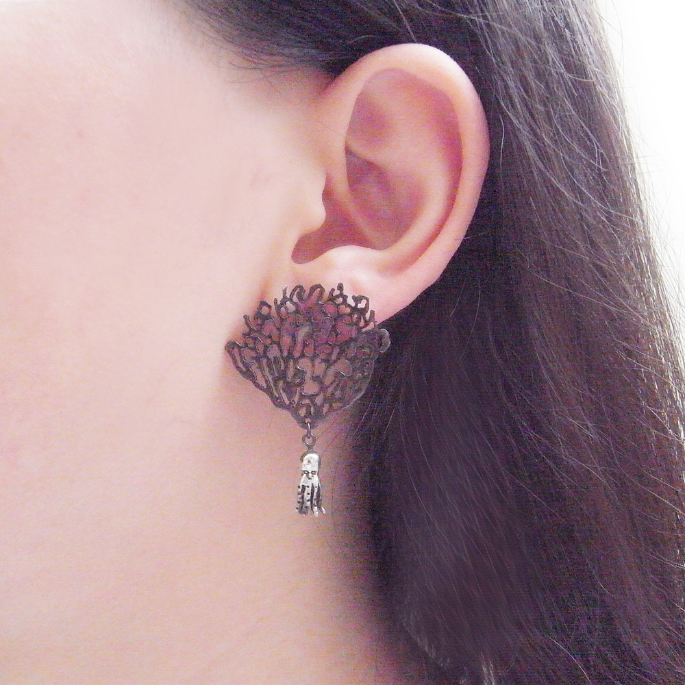 Momocreatura: Black coral & octopus single earring silver | Jewelry > Earrings -  Hiphunters Shop