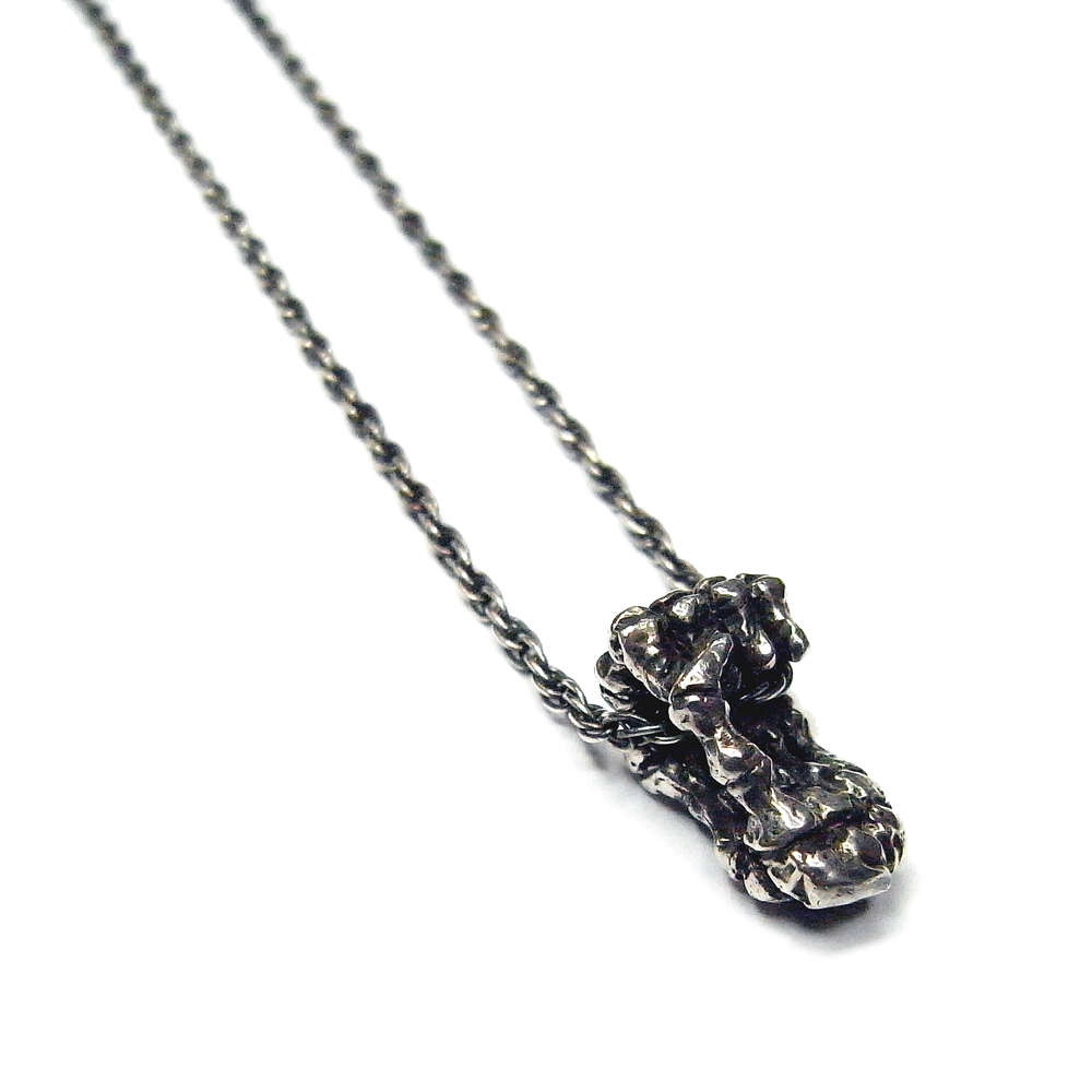Momocreatura: Single Skeleton Hands Necklace Silver | Jewelry > Necklaces -  Hiphunters Shop