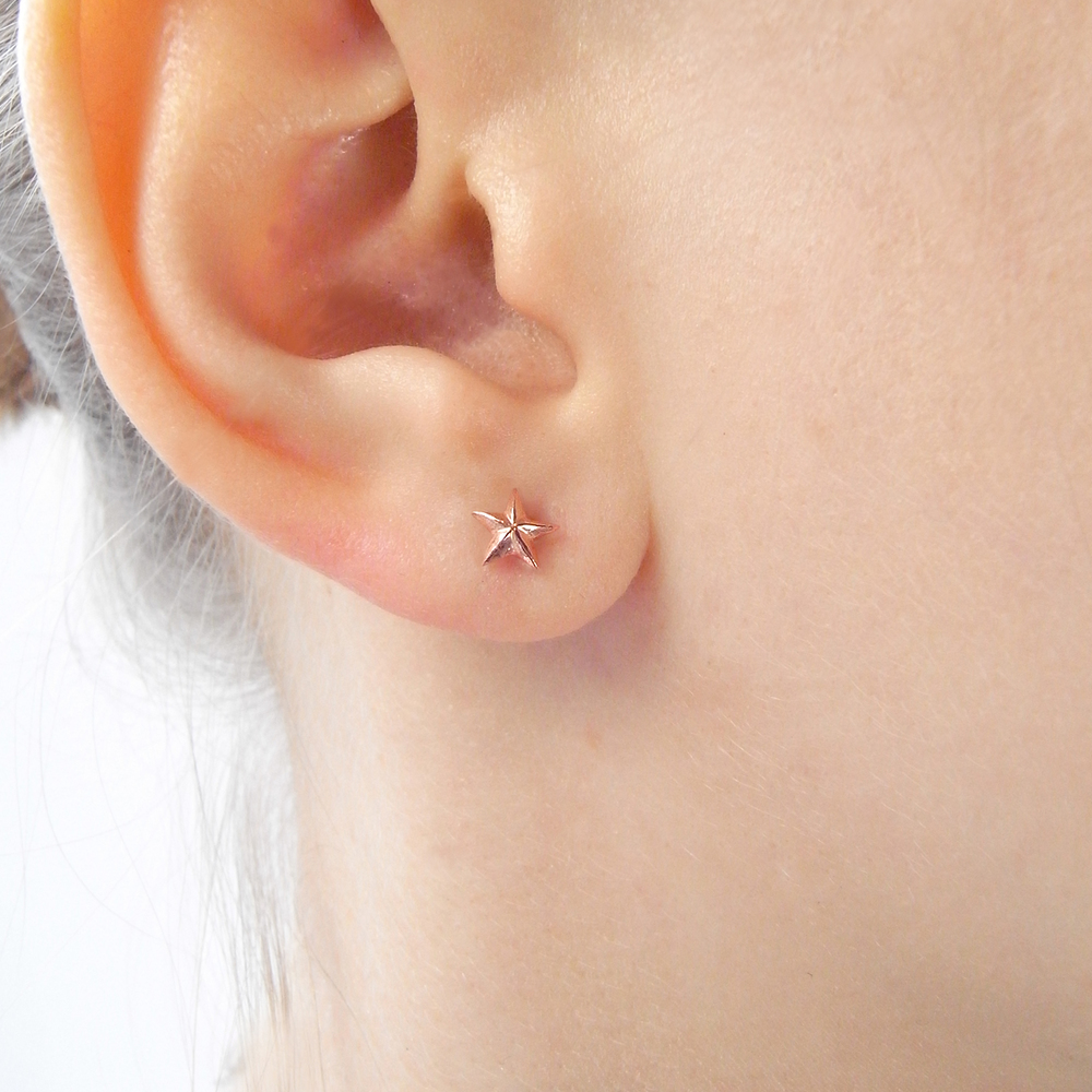 Momocreatura: Tiny Star Stud Earrings Rose Gold | Jewelry > Earrings -  Hiphunters Shop