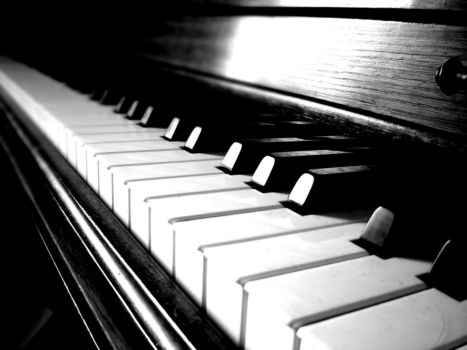 http://static.squarespace.com/static/51d349f6e4b085686832099b/t/51d3a4b7e4b0290bcc57260a/1372824759515/piano-s.jpg