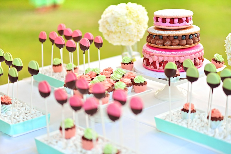 macaroon dessert table wedding