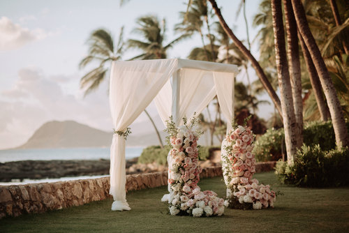 Denise + Brian, Oahu Island  Photos: June Cochran Photography