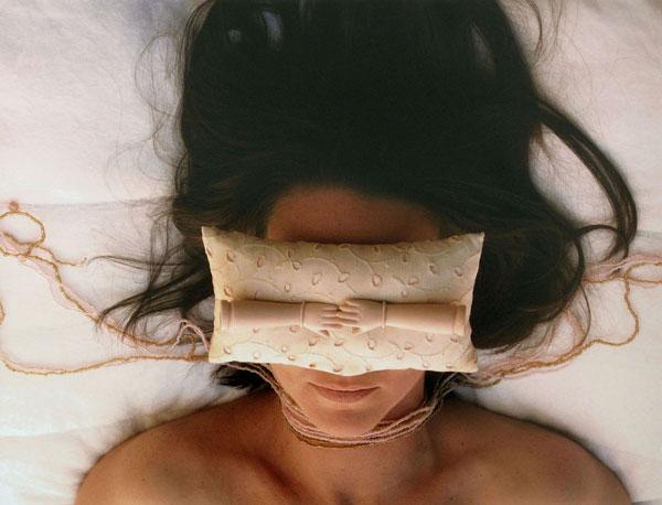 Moreira.Abajo_.estoy_.despierta.2003.jpg