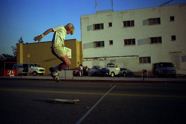 Hugh Holland,  Burbank , December 1975, Chromogenic print, editions of 30″ x 40″, 20″ x 30″ and 11 x 14″
