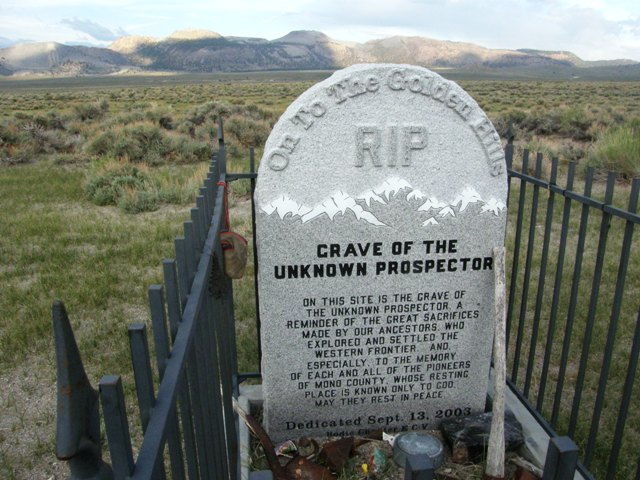 Gravesite near Mono Lake