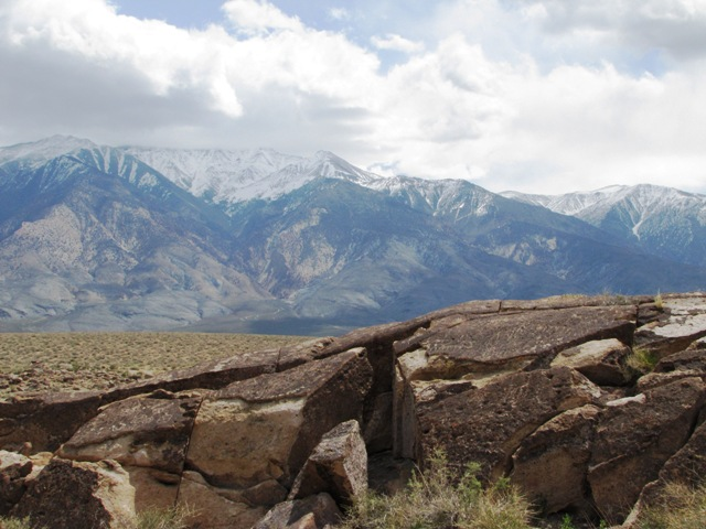 Petroglyph Site north of Bishop