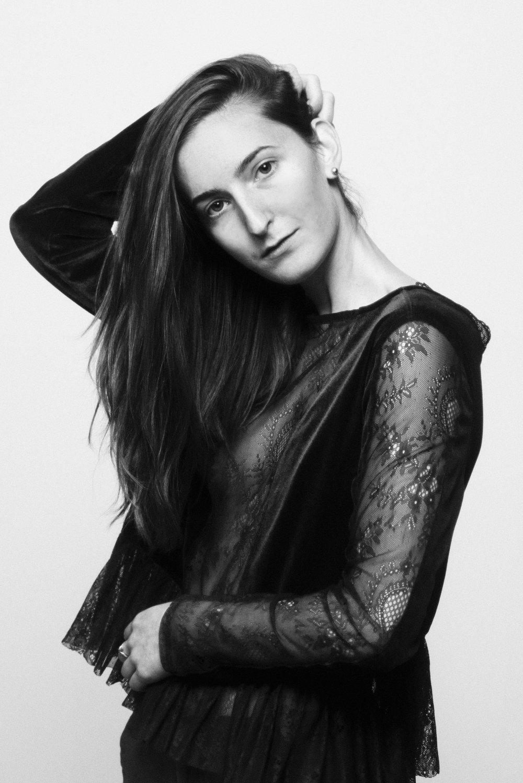 18.06_Laura In Studio1003.jpg