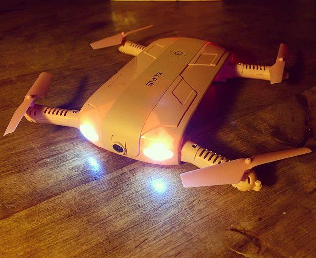 It's a PINK mini-drone 😻🤸🏼♀️🙌🏼🎉🤗💕📽 #Elfie #pink #prinkdrone #elfieselfie #selfiedrone #film #drone #foldabledrone #bestbirthdaygiftever @ronald_van_leeuwen 😄#filmlife #filmmaker #filmmaking #moviemaking #womeninfilm #producing #director #featurefilm #WILLIAM #suncat #suncatproductions