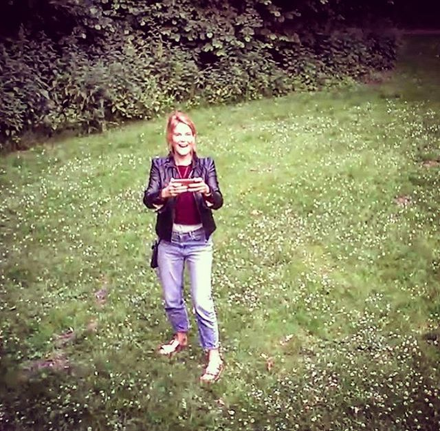 That moment you make it fly 😻🤸🏼♀️🎉🐳📽🚀you even forget about the 🐶💩 you stepped in 5 min prior 🙄😷 #pinkdrone #minidrone #droneselfie #dronefly #elfie #soexcited #happyface #flying #suncat #suncatproductions