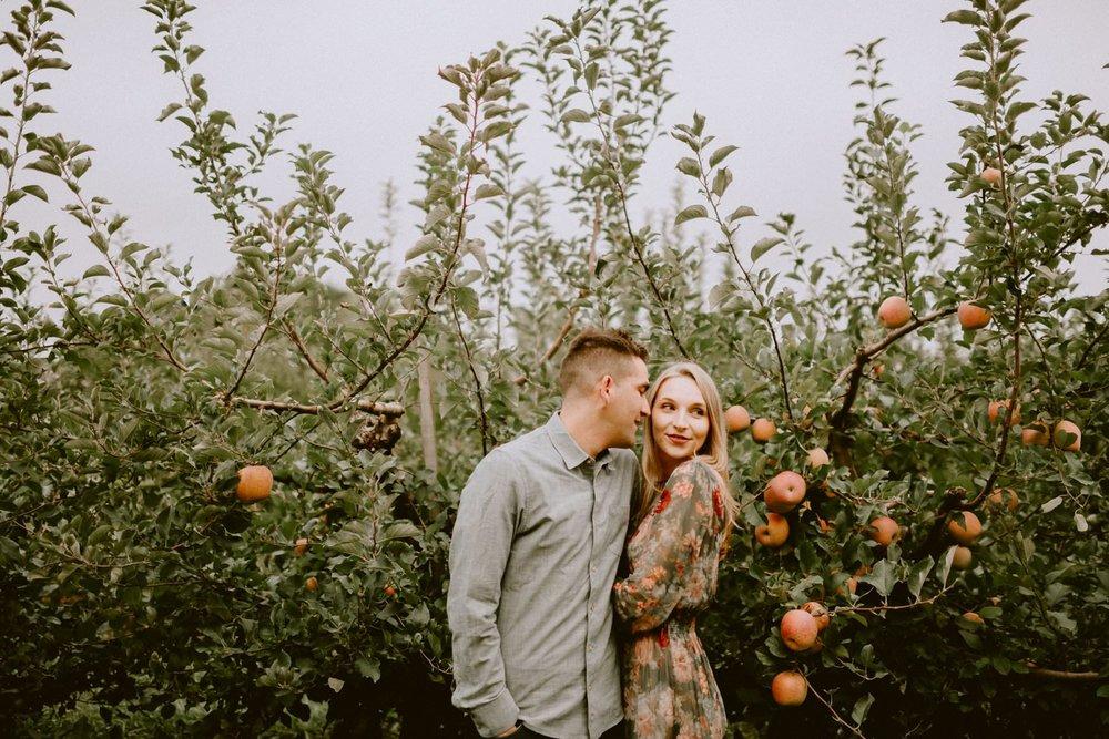 apple_orchard_engagement_session-36.jpg