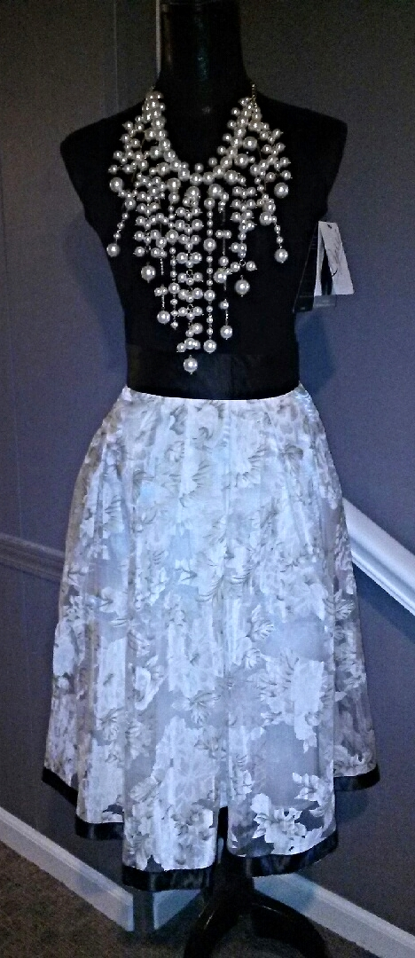 pearlsandskirt.jpg