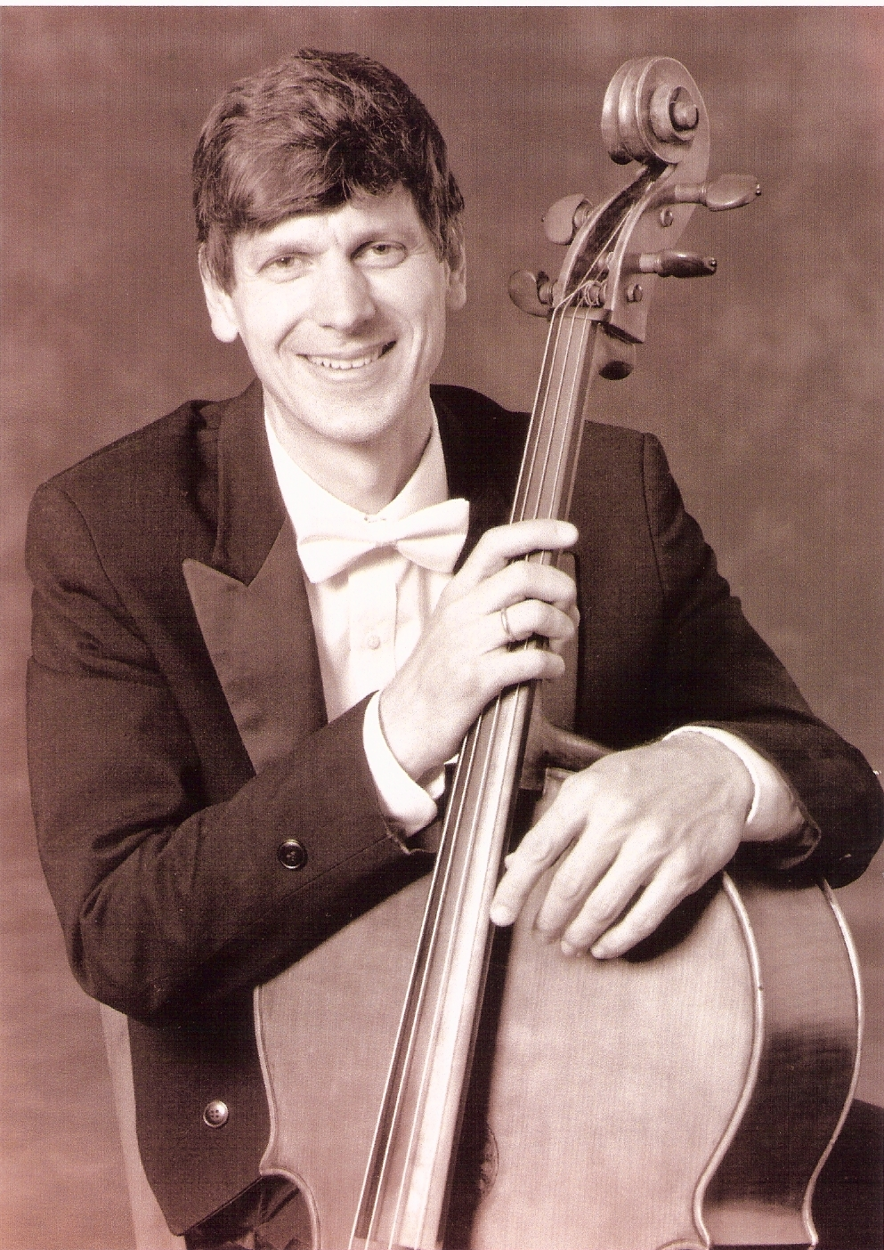 Joel Moerschel,  cello