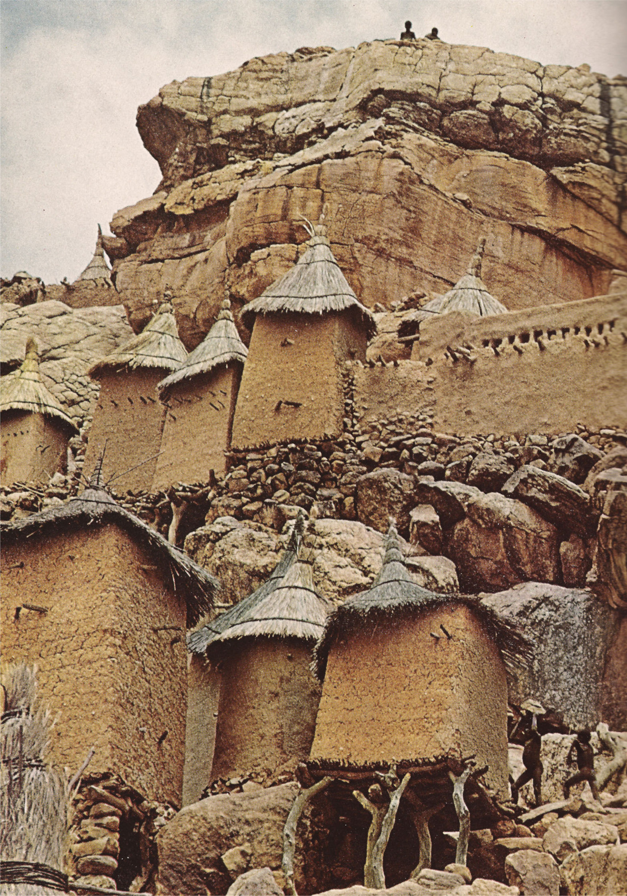 deseopolis :      johnny-remember-me    Family compound at Yenndouma, Mali,(National Geographic, 1969)
