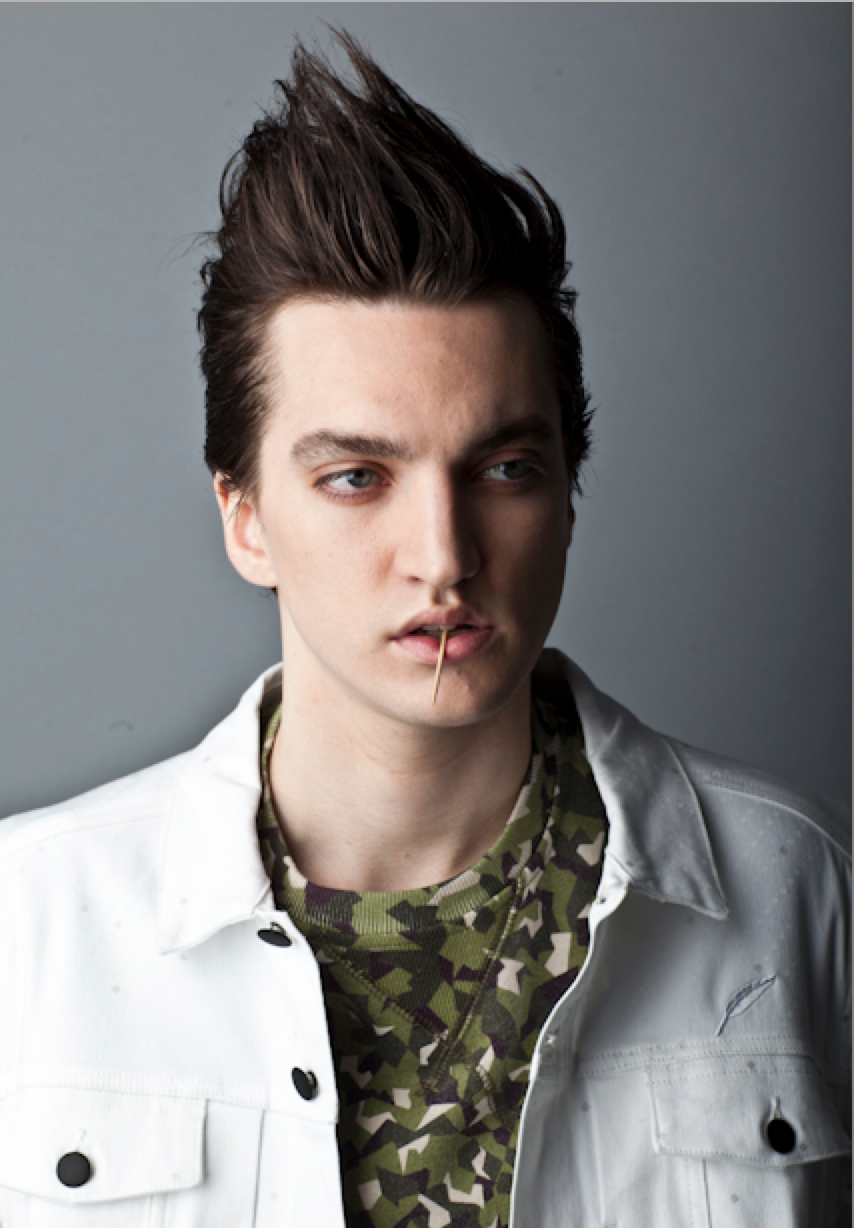 Richard Harmon.png