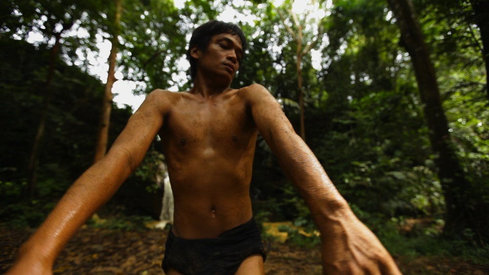 Body Without a Brain is a high risk, physically demanding dance for camera. Rianto seems to be in a trance as he creates an unpremeditated encounter with the elements. He describes the work as like a tree without roots. The piece embodies anxiety as the natural world becomes ever more threatened. Filmed in Kalimantan (Indonesian Borneo). Running time: 6:30