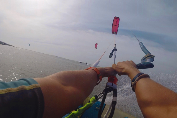 how best to hold the kite bar