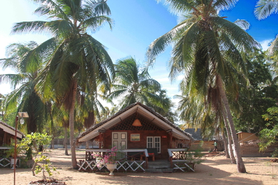 kalpitiya-wooden-cabana-ensuite-overview.jpg