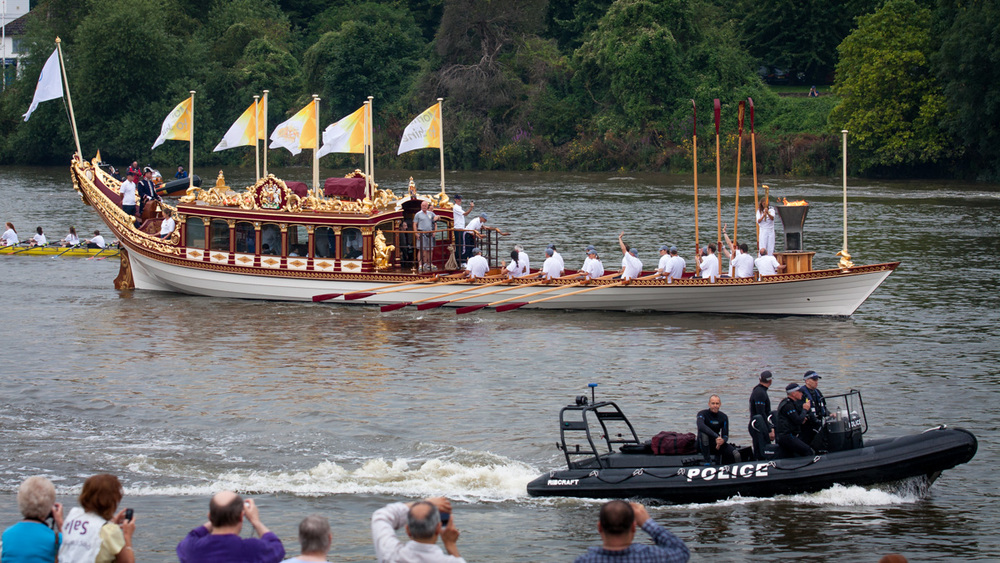 A slightly more regal rowing boat...