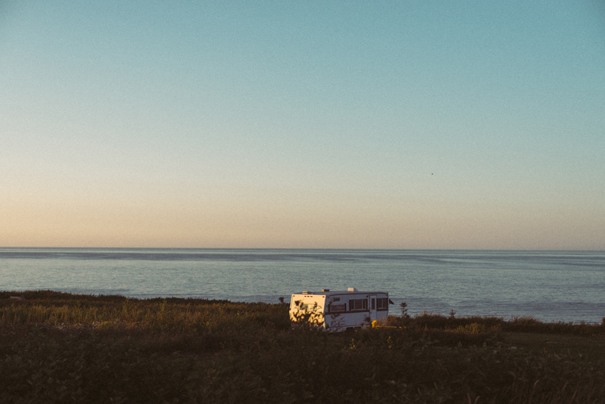 gaspesie-quebec-canada-route-coucher-de-soleil-sunset-camping-road-camper