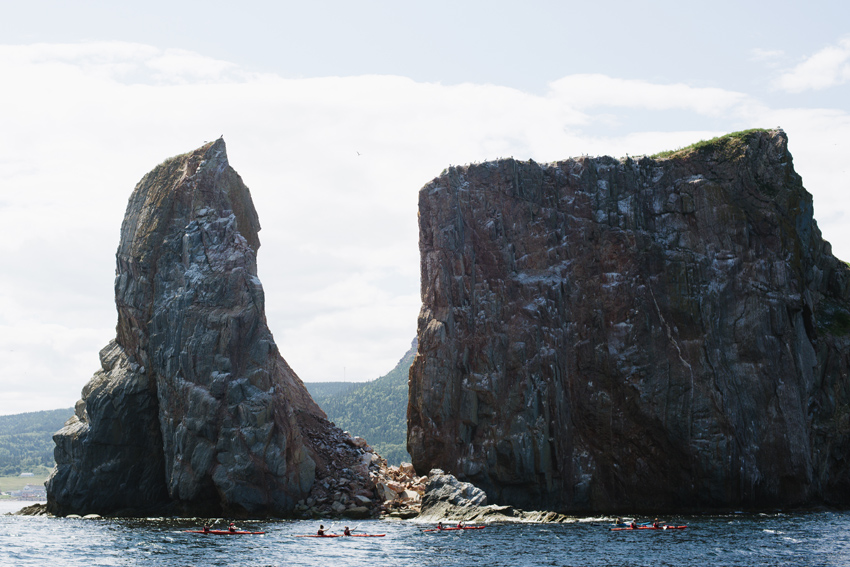 gaspesie-quebec-canada-percé-roché-percé-océan-bâteau-oiseaux-birds-kayak