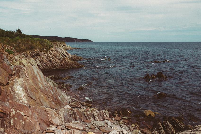 gaspesie-quebec-canada-océan-roches-bateau-photo