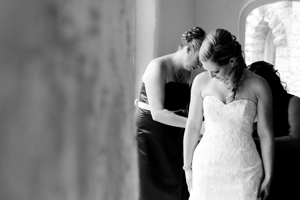Beardslee Castle bride getting ready