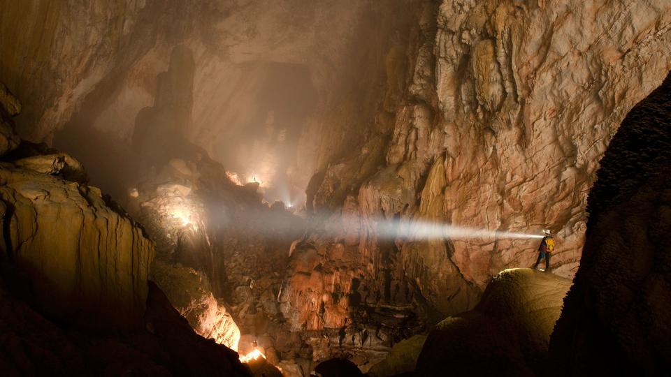 hang-son-doong-cave-vietnam-carsten-peter-08.jpg