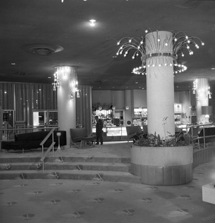 Riviera Lobby closer.jpg