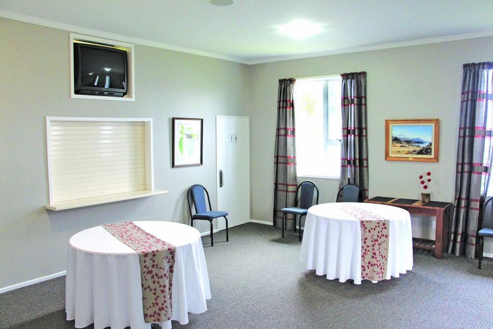 Dunedin Hilltop Lounge