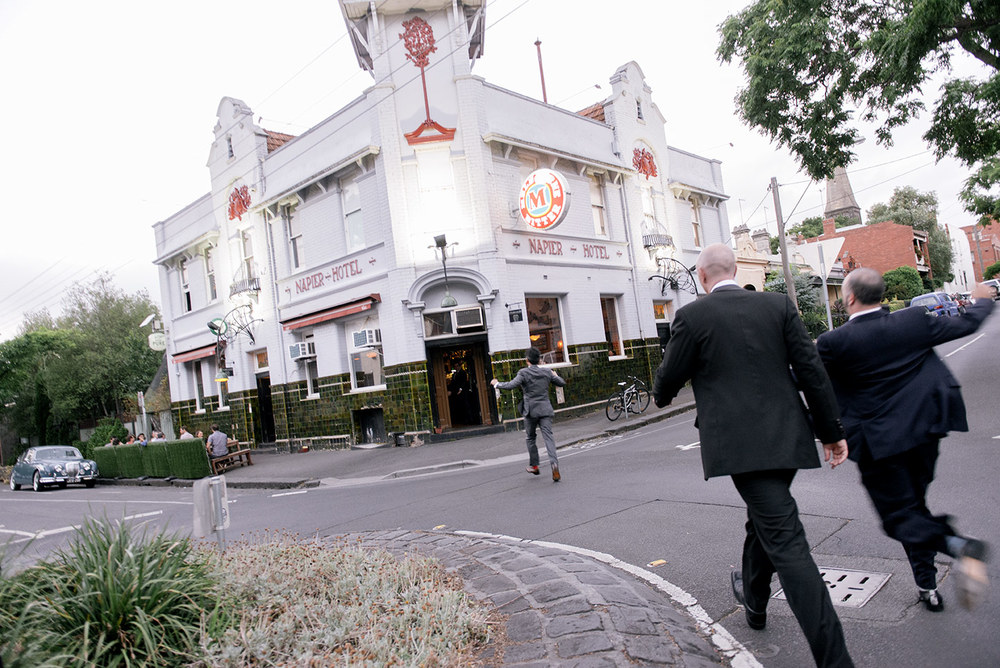 1401wu-539_fitzroy_town_hall_wedding_napier_hotel_groom_sneeky_beer_photobat_alan_moyle.jpg