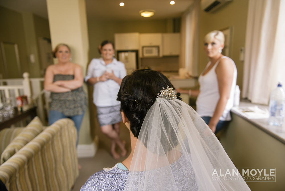 1401gray-049_wedding_tasmania_quamby_bride_groom_ideas_destination_launceston_alan_moyle_photobat_moments_story_phantom_details_bayside.jpg