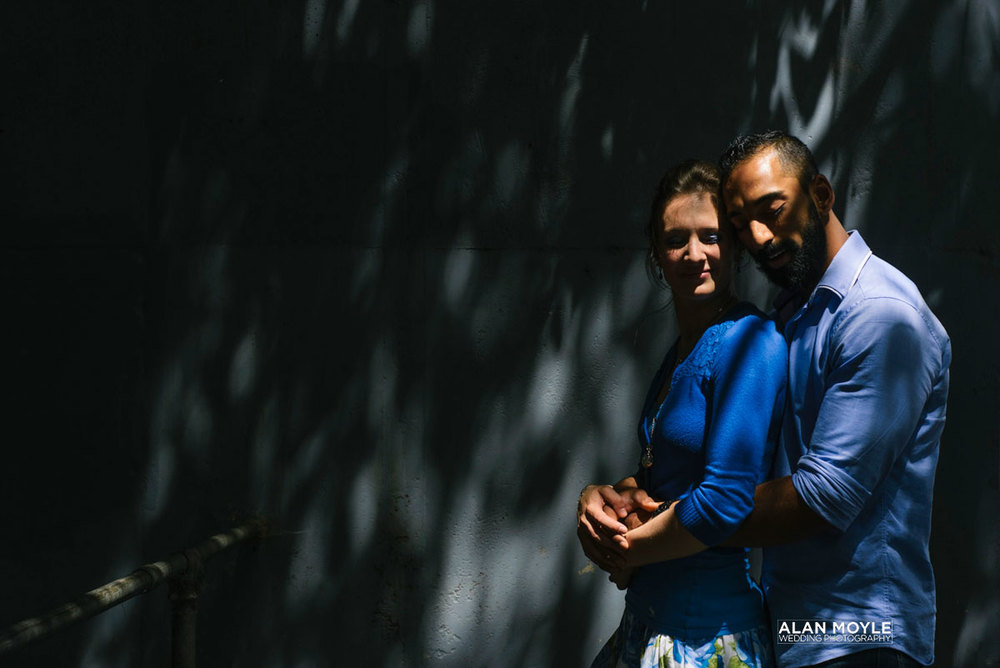 1411pietersz_p_029_engagement_portrait_melbourne_surry_hills_malling_road_photobat_alanmoyle_photographer_photography_bayside_wedding_.jpg